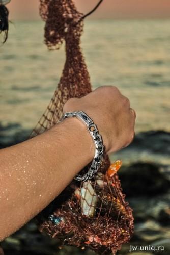 На рыбалке (с нашими цепями, хоть в огонь, хоть в воду, хоть на рыбалку!