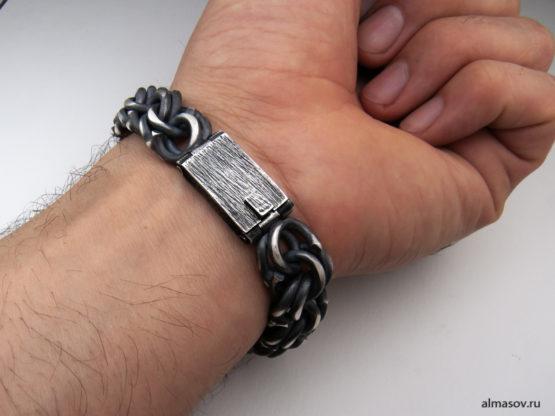 Серебряный браслет garibaldi в альтернативной обработке на кисти