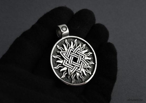 Славянский серебряный кулон оберег Звезда Руси (квадрат Сварога) в солнце, вид спереди.