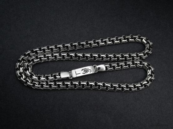 Мужская серебряная цепь garibaldi 8.5 мм. с гравировкой знака скорпиона на замке вид 3