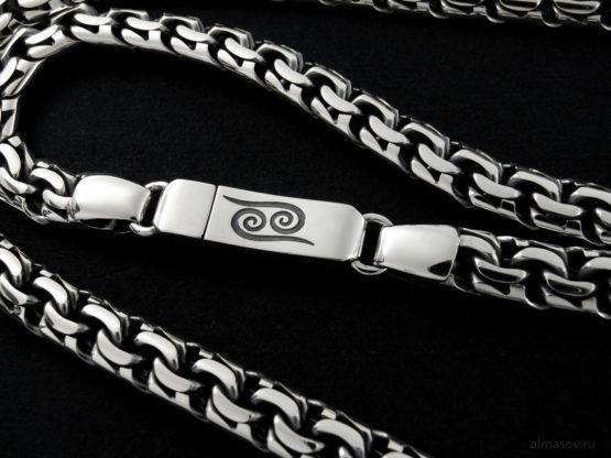 Гравировка зодиака Рак на замке серебряной цепи garibaldi 8.5 мм.