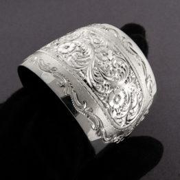 Широкий женский кубачинский гравированный серебряный браслет, вид 3