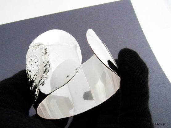 Широкий женский кубачинский гравированный серебряный браслет, вид снизу
