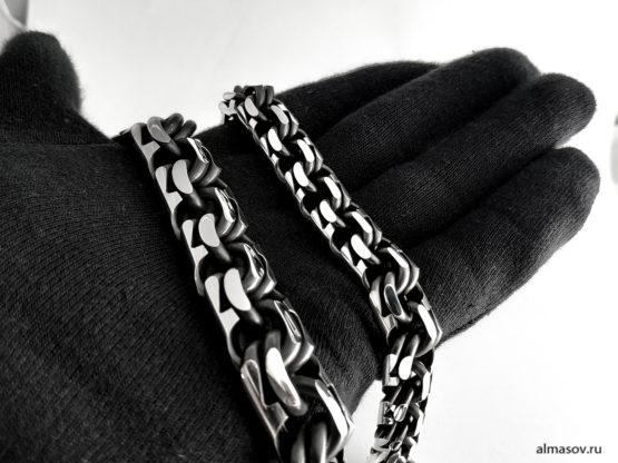 Сравнение серебряных браслетов garibaldi 17 и 13 мм на ладони